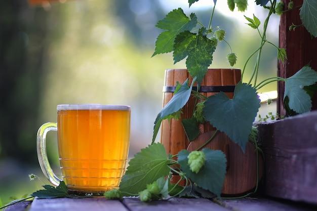 Verre à bière houblon en bois en plein air