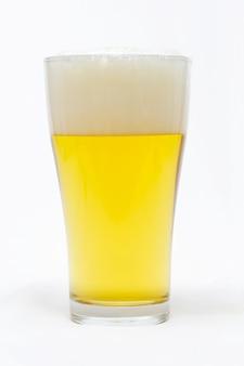 Verre de bière avec mousse