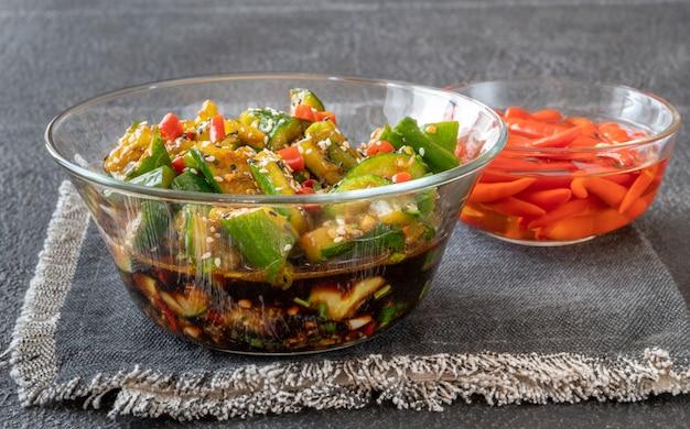 Verre de bol de salade de concombre écrasé chinois