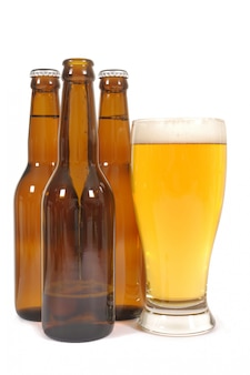 Verre et bouteilles de bière