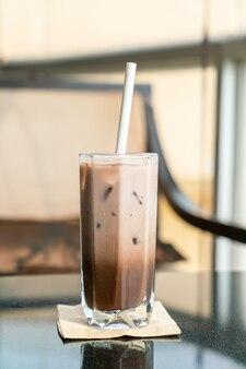 Verre de cacao au chocolat glacé