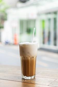 Verre à café cappuccino glacé au café