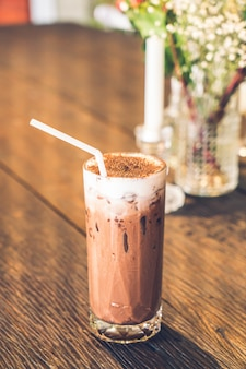 Verre de chocolat glacé au café