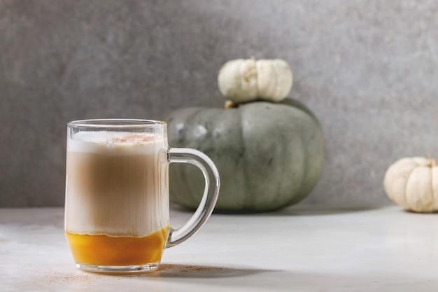 Verre de citrouille au lait épicé