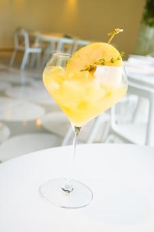 Verre à cocktail glacé