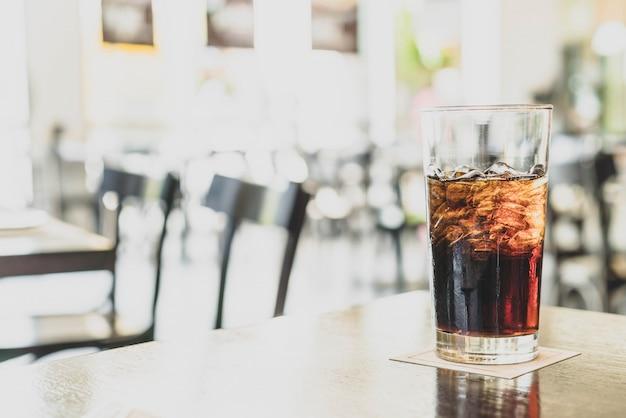 Un verre de cola au restaurant