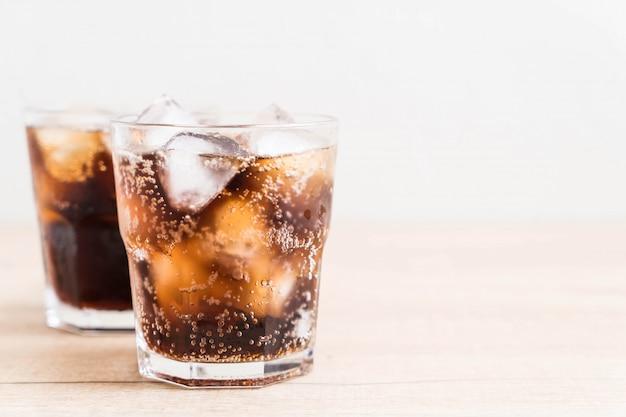Verre de cola avec glace