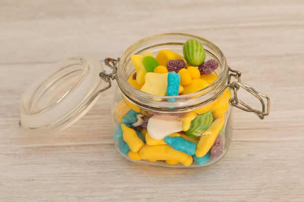 Verre à contenant rempli de bonbons
