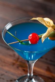 Verre de délicieux cocktail alcoolisé