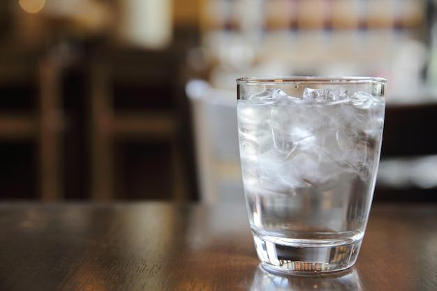 Verre à eau au restaurant