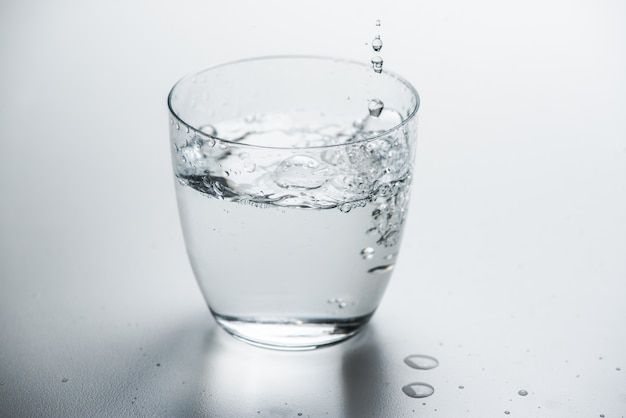 Verre à l'eau pure