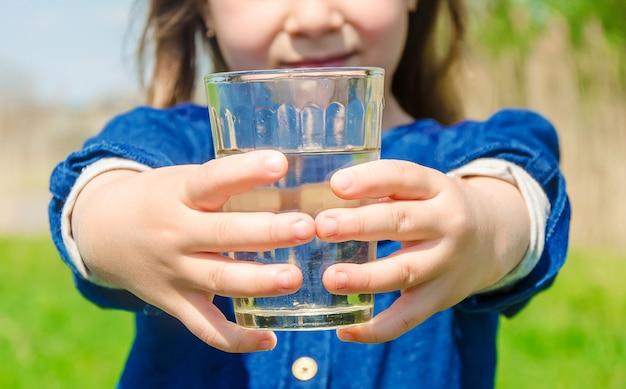 Verre d'enfant d'eau