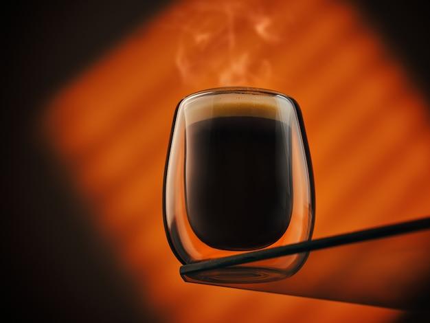 Un verre d'espresso frais et aromatique