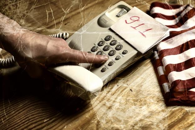 Verre De Fissure D'appel Téléphonique De Violence Photo Premium