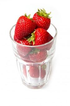 Verre à la fraise rouge