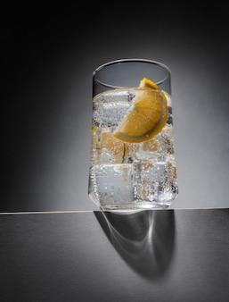 Verre de gin tonic au citron