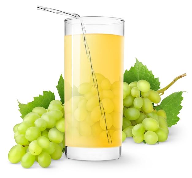 Verre de jus de raisin et grappe de raisin blanc isolé sur une surface blanche