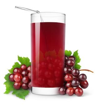 Verre de jus de raisin et grappe de raisins rouges frais isolés sur une surface blanche
