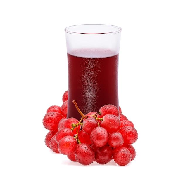 Verre de jus de raisin et raisin isolé sur blanc
