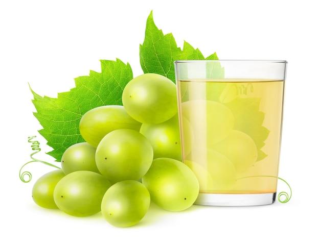 Verre de jus de raisin et de raisins blancs frais isolés sur une surface blanche