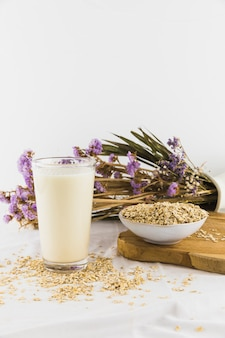 Verre de lait et de céréales