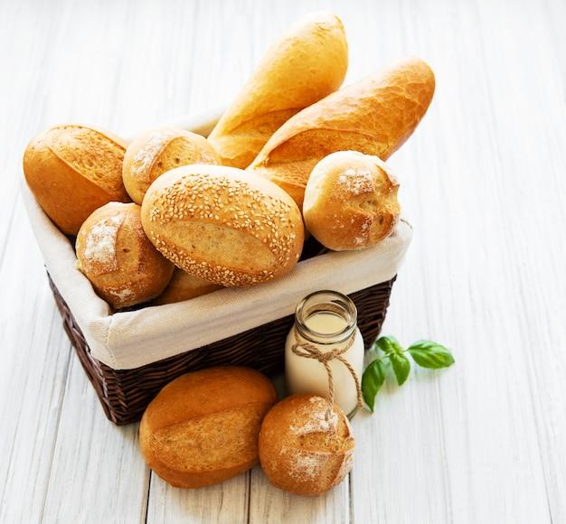 Verre de lait et pain