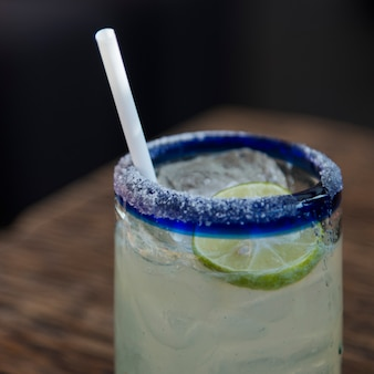 Verre de limonade avec de la paille, centro, zona centro, san miguel de allende, guanajuato, mexique