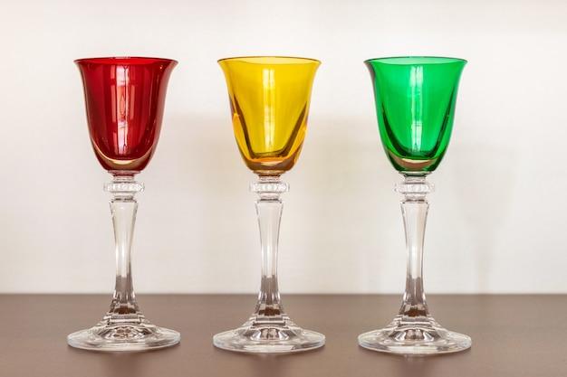 Verre à liqueur en cristal avec partie verte, jaune et rouge