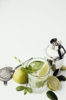 Verre à mojito avec ingrédients