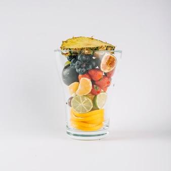 Verre plein de fruits