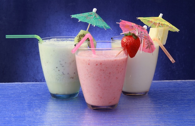 Verre de smoothie aux fruits