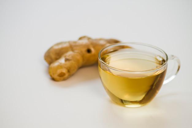 Verre de thé au gingembre