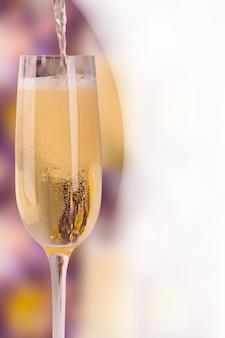 Verre à vin avec champagne