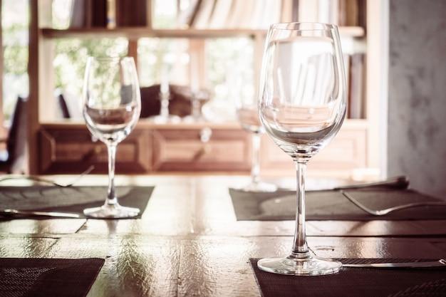 Verre à vin vide