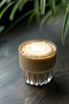 Verre vue de face de cappuccino