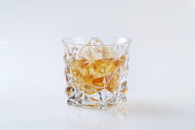 Verre de whisky ou de bourbon, uniquement avec de la glace