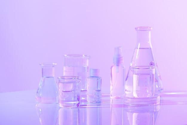 Verrerie scientifique pour la recherche chimique, en laboratoire