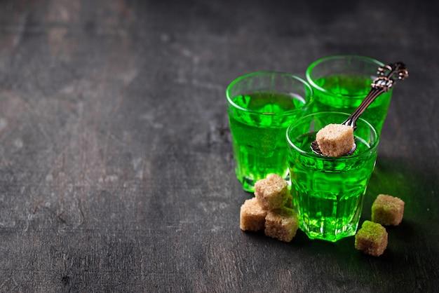 Verres d'absinthe à la cassonade