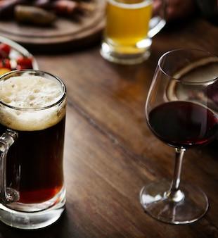 Verres d'alcool sur la table
