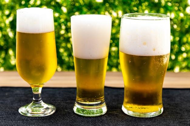 Verres avec des bières froides