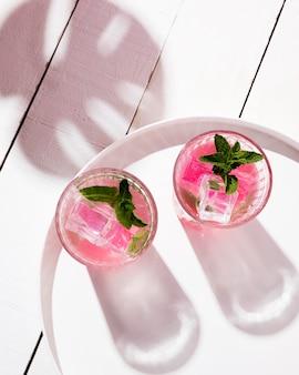 Verres à boisson glacée aux fruits
