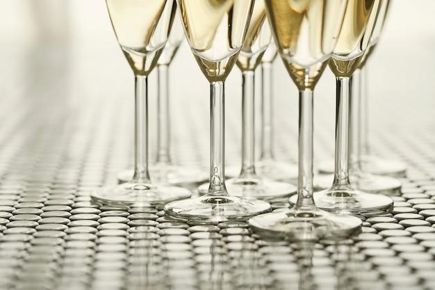 Verres à champagne avec champagne