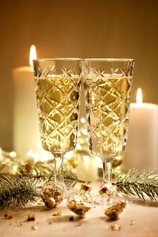 Verres à champagne. fête de noel et nouvel an