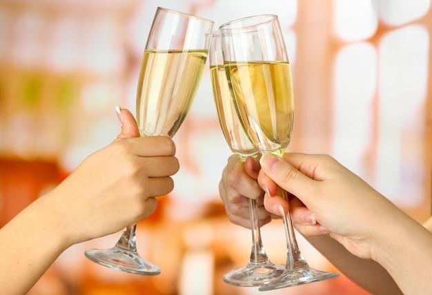 Verres de champagne mousseux de fête d'entreprise