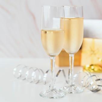 Verres à champagne mousseux