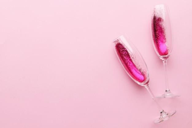 Verres à champagne avec paillettes pour la saint valentin