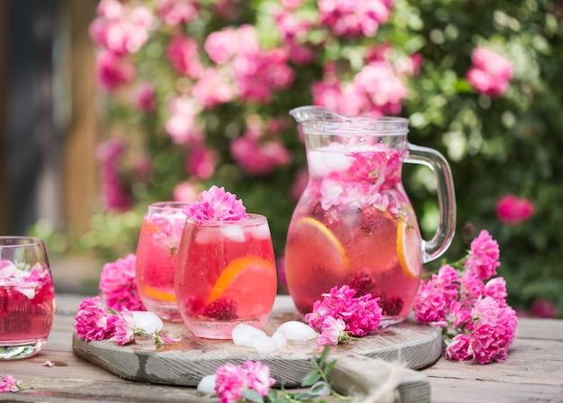 Verres à cocktail de champagne rose rose