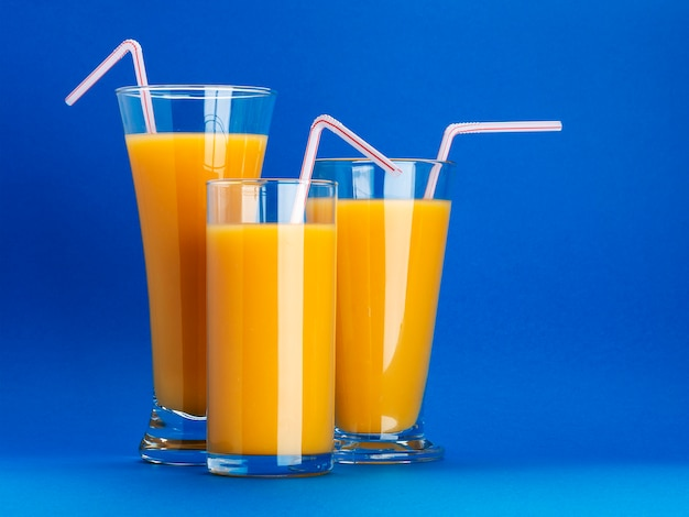 Verres de jus d'orange