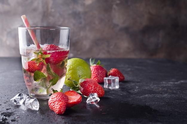 Verres de limonade aux fraises