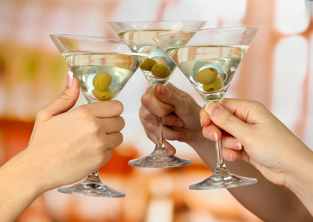 Verres à martini de fête d'entreprise
